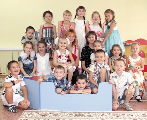 Ребята подготовительной группы с Е. Школьной и И. Тимощук