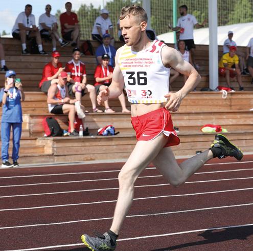 Бежит легкоатлет Николай Канев